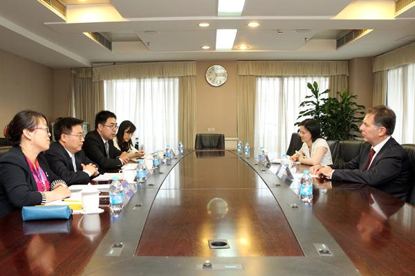 国家常识产权局副局长何志敏在京会见国际植物新品种保护联盟副秘书长一行