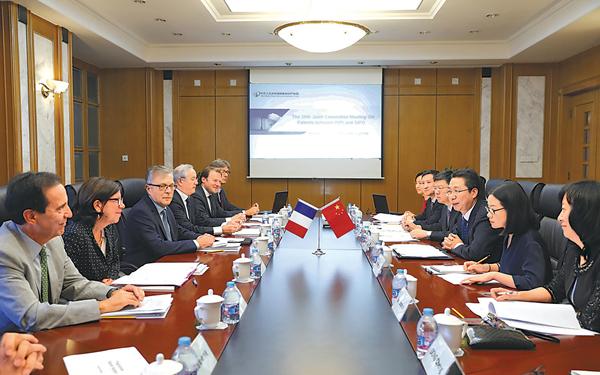 申长雨在京会见法国工业产权局局长伊夫·拉普耶